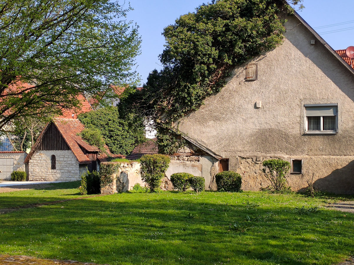 Altes Haus am Friedhof